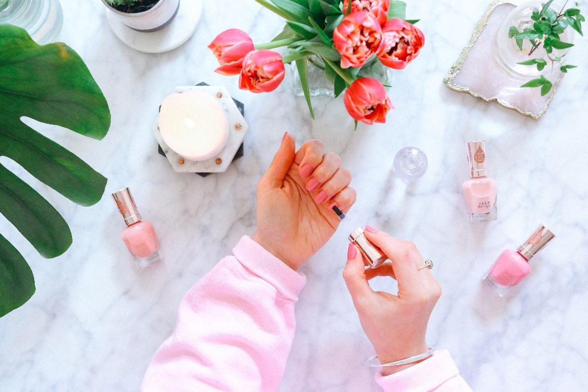 Pink Nails Please    AD – Poppy Deyes